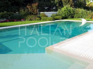 piscina a gradini in giardino di città di italian pool srl